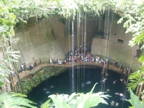 uno-de-los-pocos-cenotes