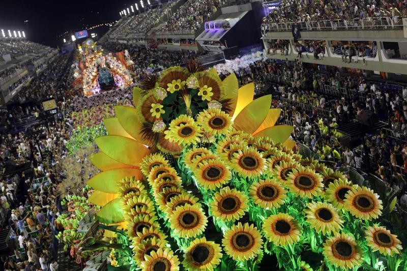 344214-rio-carnival-2013-last-day-celebration-pictures