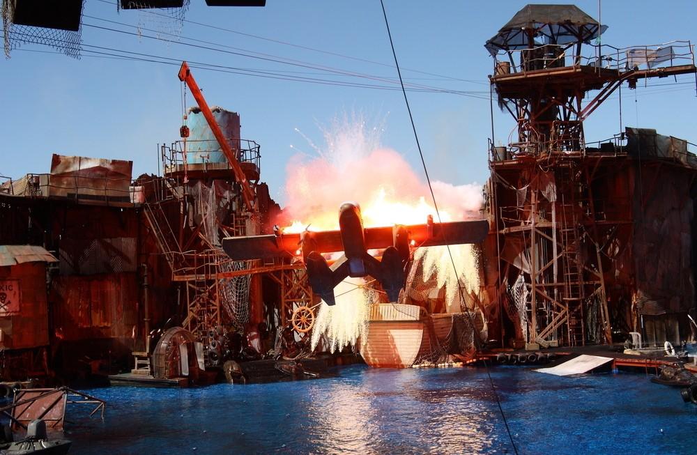 universal-studios-water-world-show-c5000c6c-c925-46dd-9e03-e3c9d7bb3478