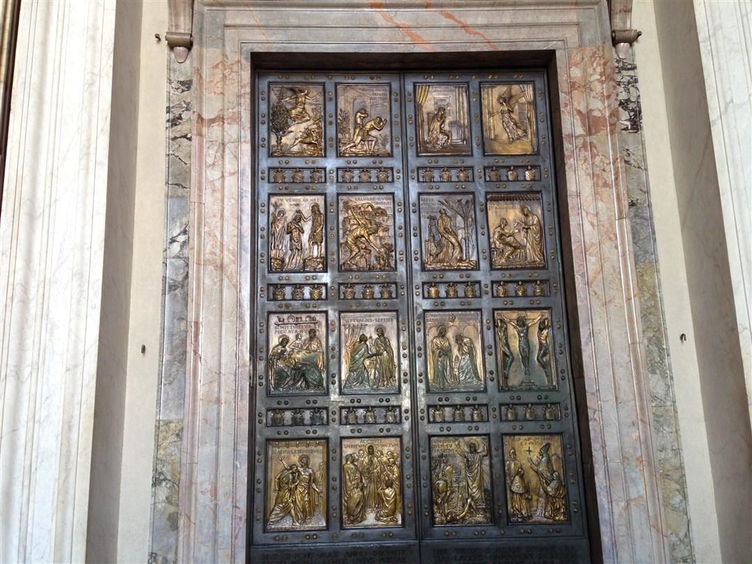 Papa francesco inaugura il giubileo con l 39 apertura della - Porta di roma apertura ...